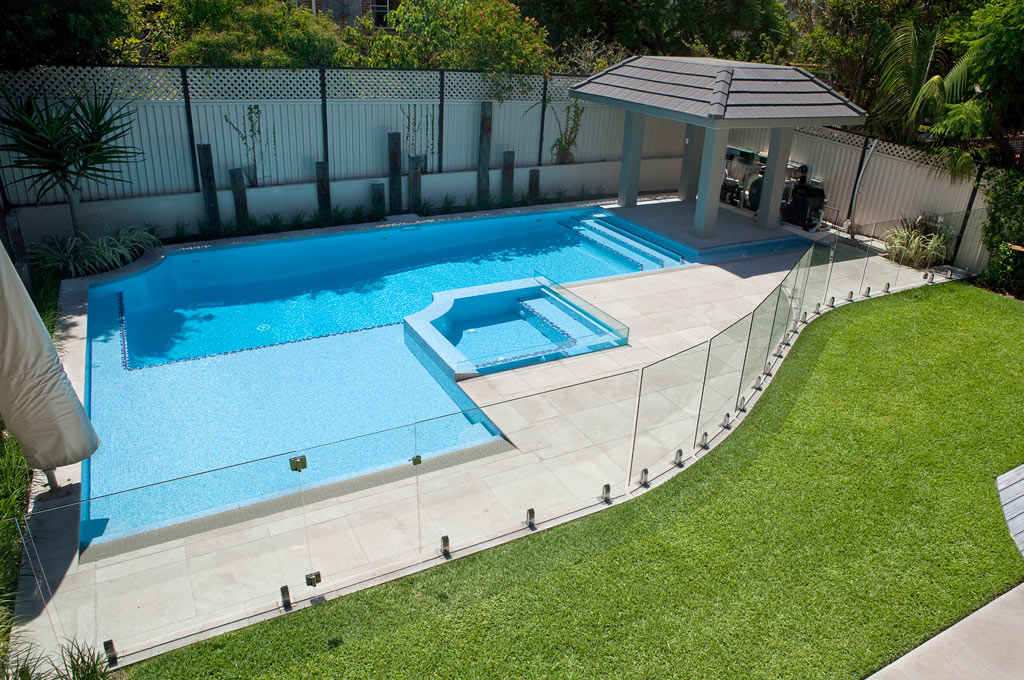 Raised spa pool - Hurstville
