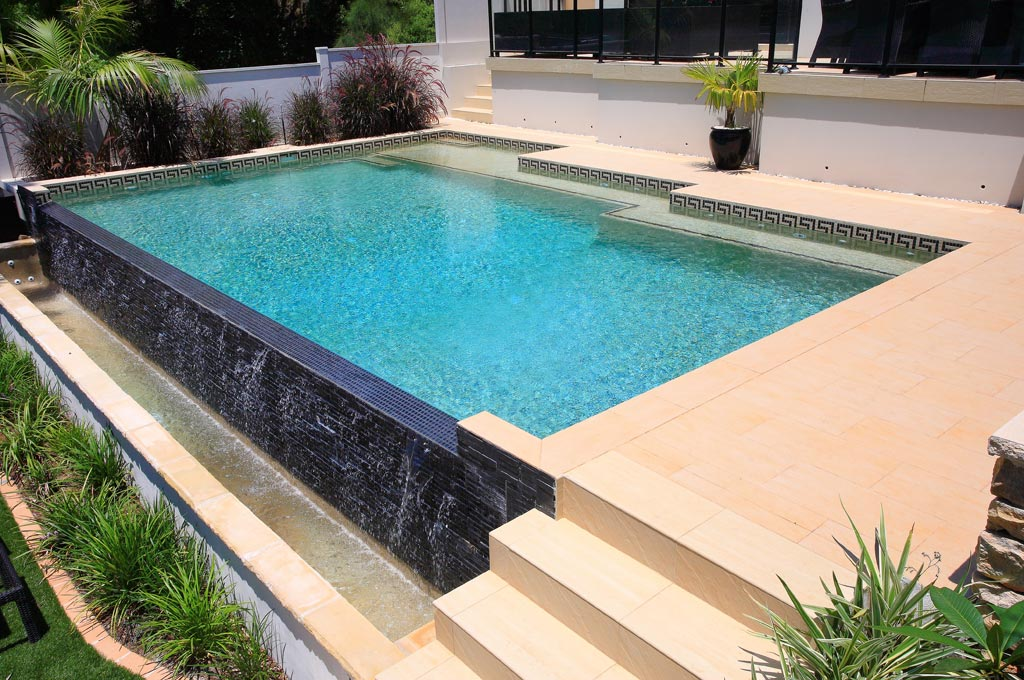Wet edge pool connell 39 s point crystal pools for Pool edges design