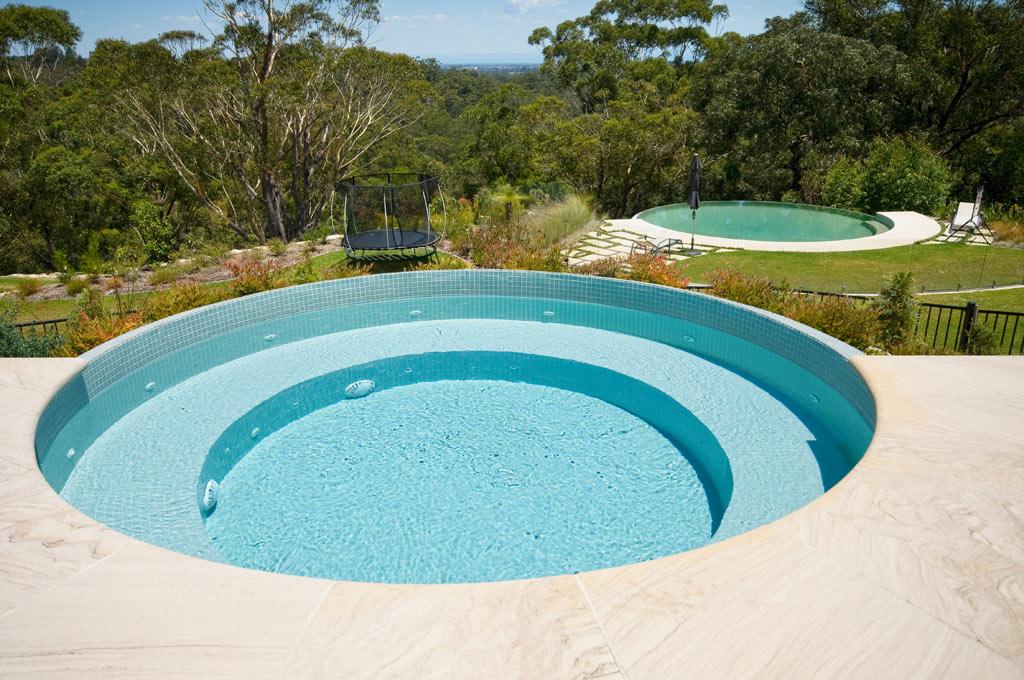 Circular swimming pool dural crystal pools for Swimmingpool rund
