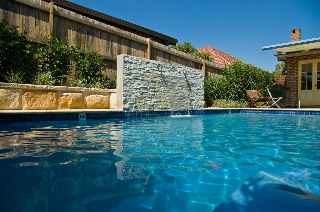 Family plunge pool willoughby crystal pools for Plunge pool